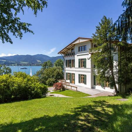 villa am tegernsee dr than immobilien highlights hotel villa am see tegernsee hotels. Black Bedroom Furniture Sets. Home Design Ideas